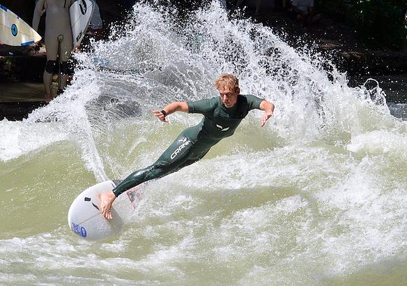 Riversurfing-Flusssurfen-Sweetwater-Surfboards-crank